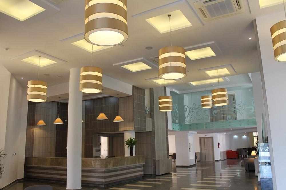 https://prod.bravebooking.net/clients/SV76920/media/photos/hotellocal/551199/Hôtel_Lac_Léman__4.jpg