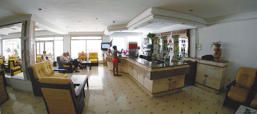 http://prod.bravebooking.net/clients/TT69312/media/photos/hotellocal/237703/Les_Colombes_1.jpg