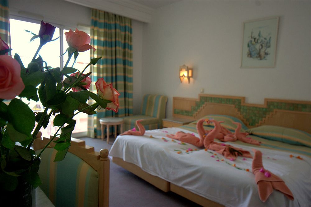 https://prod.bravebooking.net/clients/TT69312/media/photos/hotellocal/333228/Djerba_Holiday_Beach_1.jpg
