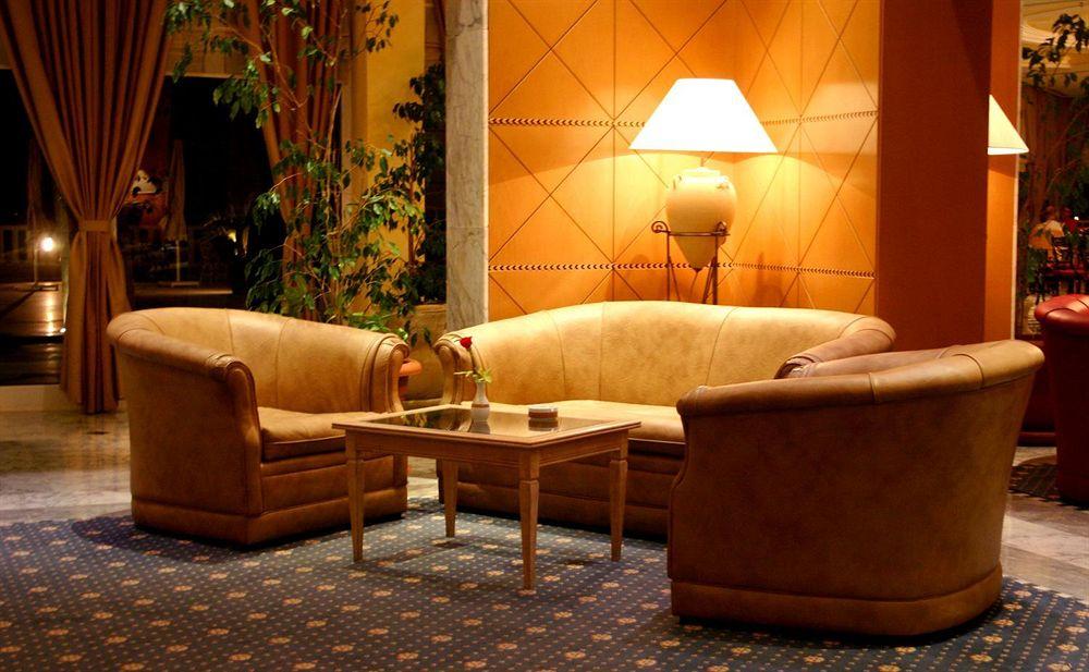 http://prod.bravebooking.net/clients/VV80125/media/photos/hotellocal/113098/Sheraton_Tunis_1.jpg
