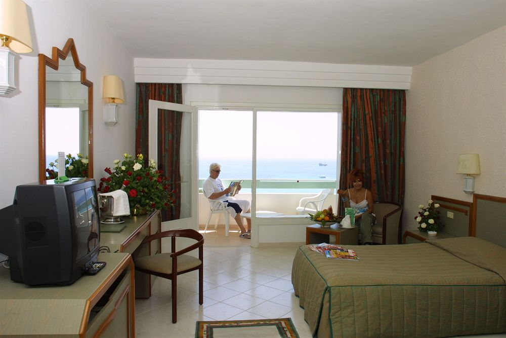 http://prod.bravebooking.net/clients/VV80125/media/photos/hotellocal/218520/Sol_Azur_Beach_Congres_1.jpg