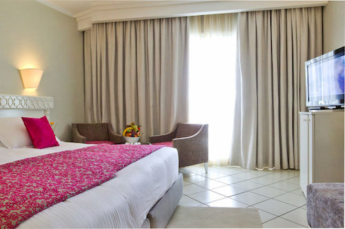 http://prod.bravebooking.net/clients/VV80125/media/photos/hotellocal/254064/El_Mouradi_Palm_Marina_1.jpg